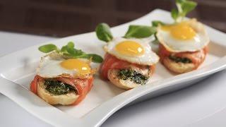Брускетта с лососем и перепелиным яйцом. Очень необычный рецепт