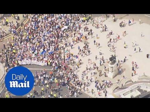 Thousands march to call for 'people's vote' on final Brexit deal