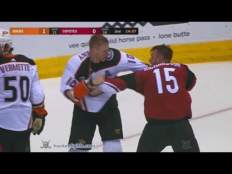 Corey Perry vs Brad Richardson Apr 7, 2018