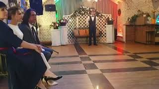 Трогательный танец жениха и невесты