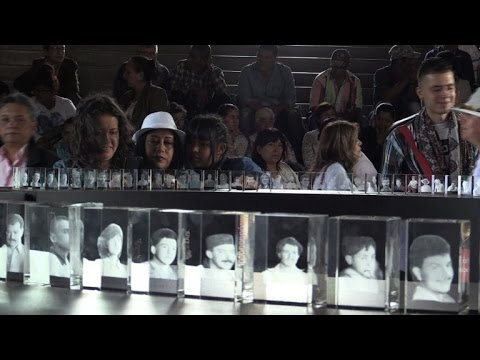 Family members pay tribute to Colombia's war victims