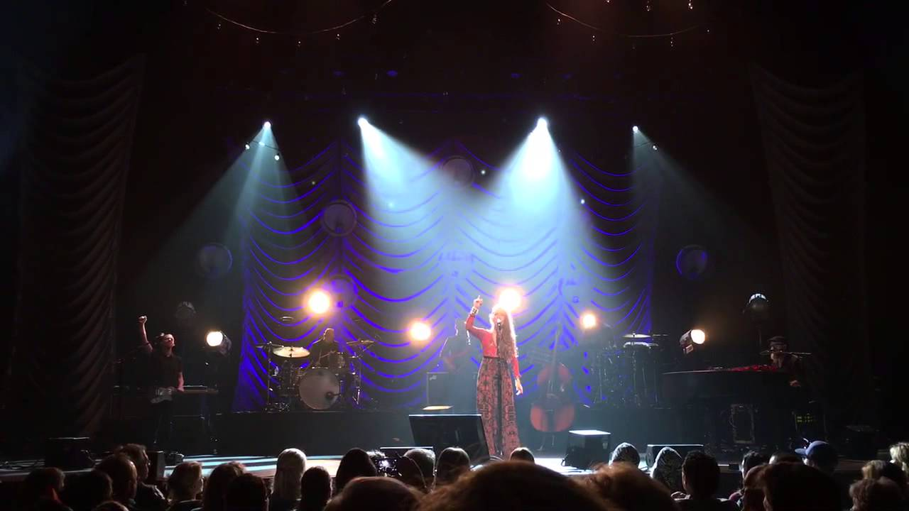 Lauren Daigle - Noel (Live) - Adore Tour 12/8/15 - YouTube