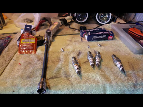 DIY GSXR 04-05 Replacing your Sparkplugs Cleaning Your K&N Air Filter  (Part 1)