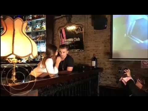 Barbie Vélez protagoniza un apasionado beso en un clip internacional