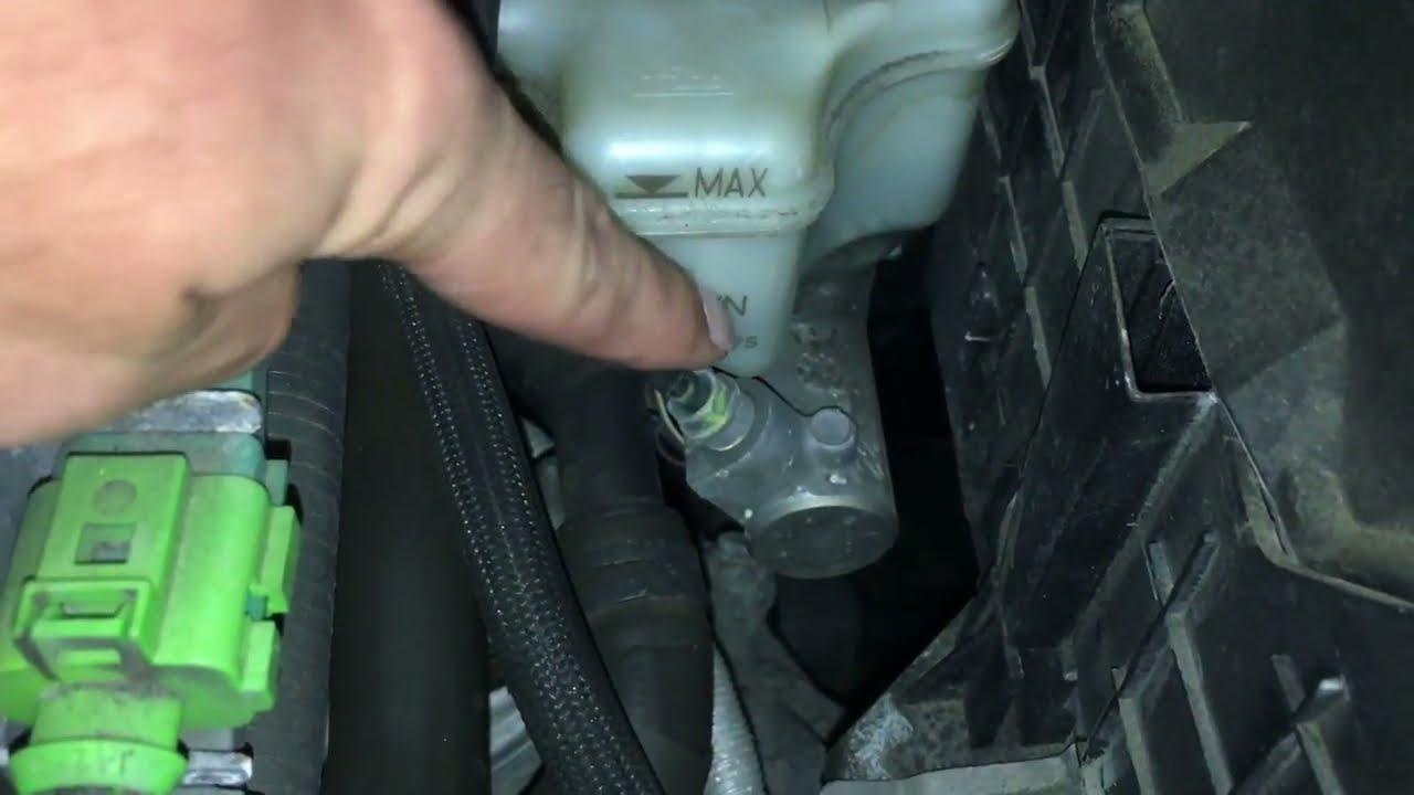 Кадр из видео Brake Light Flashing And Beeping Volkswagen Jetta Golf Pat