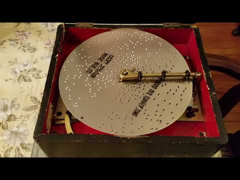 """Regina 8"""" Japanned Music Box plays Disc 410, """"In the Good Old Summertime. """""""