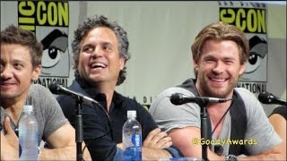 Chris Hemsworth Thor flexes muscles at Comic-Con 2014 Marvel Panel