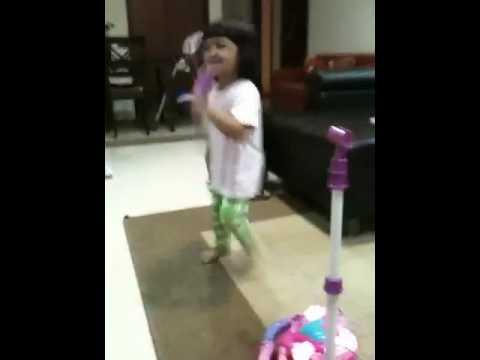 naia sings karaoke