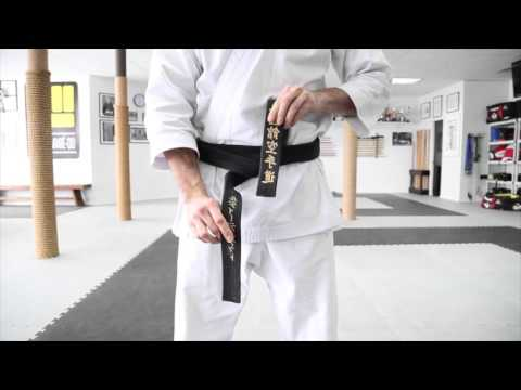 Karate - Comment attacher sa ceinture en karaté, jiu-jitsu, judo, etc ....