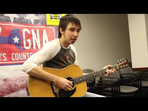 Mo Pitney Sings 'Duct Tape & Jesus,' 'Clean Up on Aisle Five' to Farmers