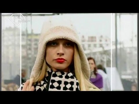 Louis Vuitton FallWinter 19992000 RTW  ft Naomi Campbell  FashionTV