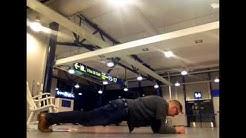 Haaste minuutin hooveriin julkisella paikalla. Oulun lentoasema.