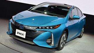 トヨタ、新型「プリウスPHV」発売=量産車初、太陽光充電システムも