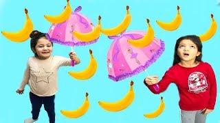 MASAL ÇOK ŞAŞKIN! MUZ YAĞMURUNA YAKALANDILAR - Banana Rain - Comedy for Kids