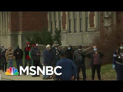 Voters Line Up To Cast Ballot In Wisconsin Primary Despite Coronavirus Risk | Hallie Jackson | MSNBC