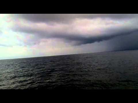 badai selat malaka