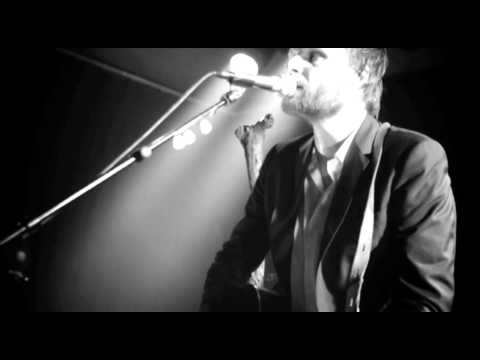 Studio Brussel: Admiral Freebee - Living For The Weekend (live in Club 69)