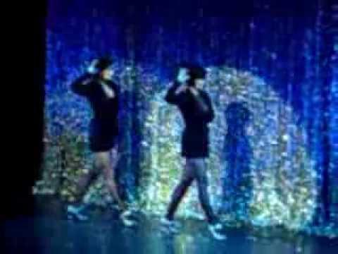 Chicago Musical. Emma Barton as Roxie, Twinnie Lee Moore as Velma. Hot Honey Rag