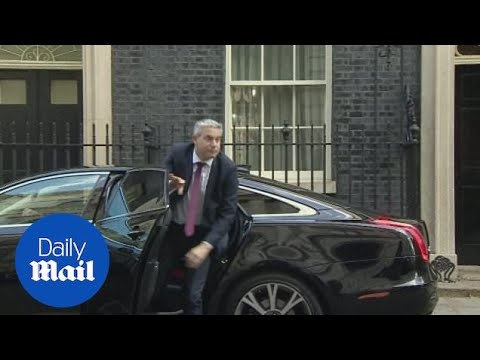 Ministers arrive in Downing Street ahead of cabinet meeting
