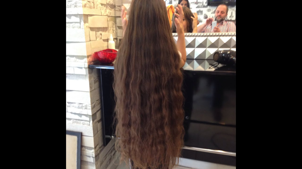 Yıllardır uzattığı saçını bir anda kestirdi ve