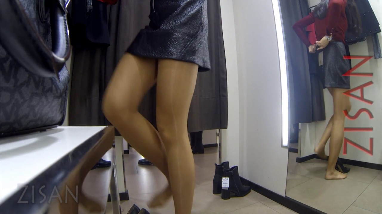 [392] at the fitting room with glossy pantyhose