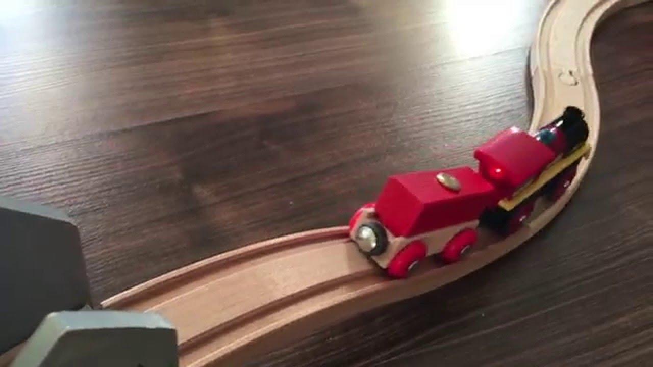 brio-eisenbahn film: holzeisenbahn mit tunnel, brücken & unfall