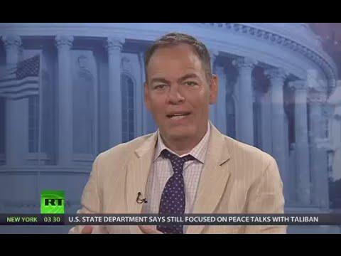 Keiser Report: Collapse of Political World (E951)