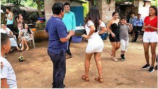 -Woow Impresionantes Movimientos //Ella Saco A Bailar Al Profesor Y Nos Dejo Asombrado-P14
