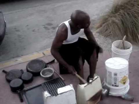 Mitico senegalese che suona la batteria con degli strumenti da cucina youtube - Strumenti da cucina ...