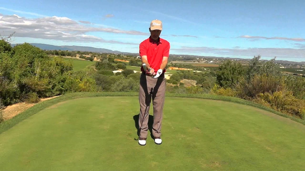 Correct wrist action in golf