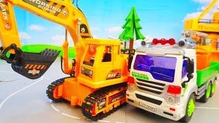 Мультик для детей про строительные машины. Экскаватор и мусоровоз кран-борт.(Играйте с нами, сегодня мы строим дом. На нашей стройке работает кран на радиоуправлении. А также в строител..., 2016-09-16T13:19:04.000Z)