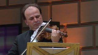 """Violonistul Florin Croitoru, singurul român distins cu premiul concursului ,,Fritz Kreisler"""" de la Viena, a susţinut un recital pe scena Ateneului Român. Artistul, o personalitate importantă a muzicii"""
