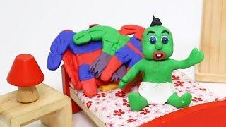 New Green Baby SUPERHERO PAJAMAS DAY - Stop Motion Cartoons For Kids
