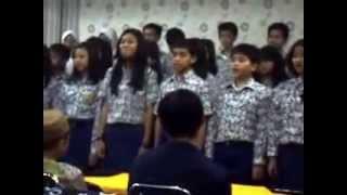 Paduan suara SMPN 6 Surabaya Rama, ana maling! 2012