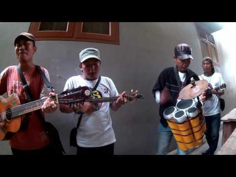 #Solo Balapan (musisi kroncong rumahan)