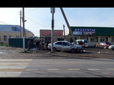 В Новом Рогачике водитель наехал на торговые ряды и тяжело травмировал продавцов