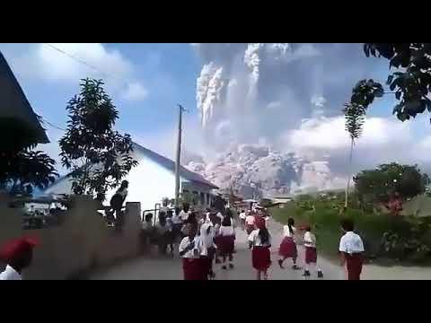 Bencana Alam terdahsyat 2018 - Letusan gunung sinabung debu vulkaniknya sampai ke aceh