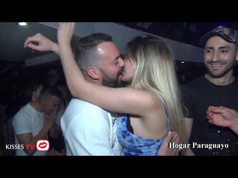 BESOS Y PRIMAVERA EN HOGAR PARAGUAYO-KISSES TV-22-9