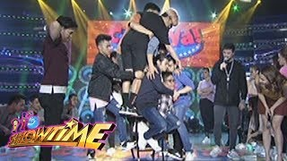 It's Showtime Cash-Ya: An armchair for 10