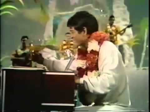 Don Ho sings
