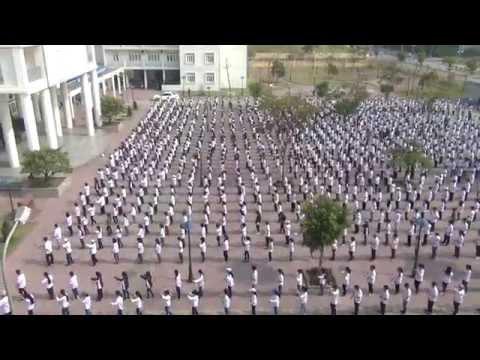 150 giây tập thể dục giữa giờ của 1300 HS  trường THPT chuyên Hạ Long