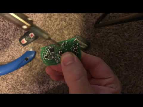 How To Change BMW E90 Key Battery (Non Comfort Access)
