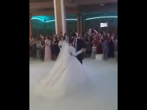 Жених поцеловал невесту на свадьбе..у всех шок^
