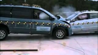 Краш тест Dodge Caravan 1996 vs Honda Accord VI 2000 (Nhtsa)