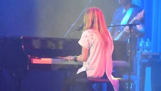 Avril Lavigne -Stop Standing There (The Black Star Tour- Live in Singapore Concert 2011)