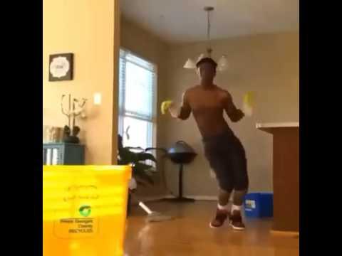 Attenzione, pavimento bagnato… - YouTube