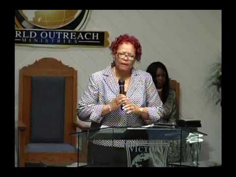 bishop-iona-locke:-moving-into-destiny-women's-conference-(1)