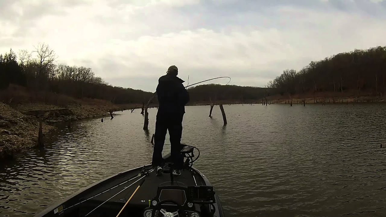 Truman lake bass fishing youtube for Fishing report truman lake
