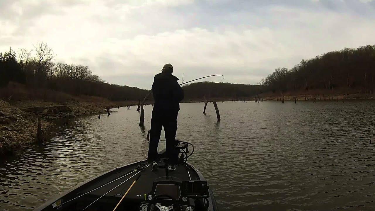 Truman lake bass fishing youtube for Truman lake fishing report