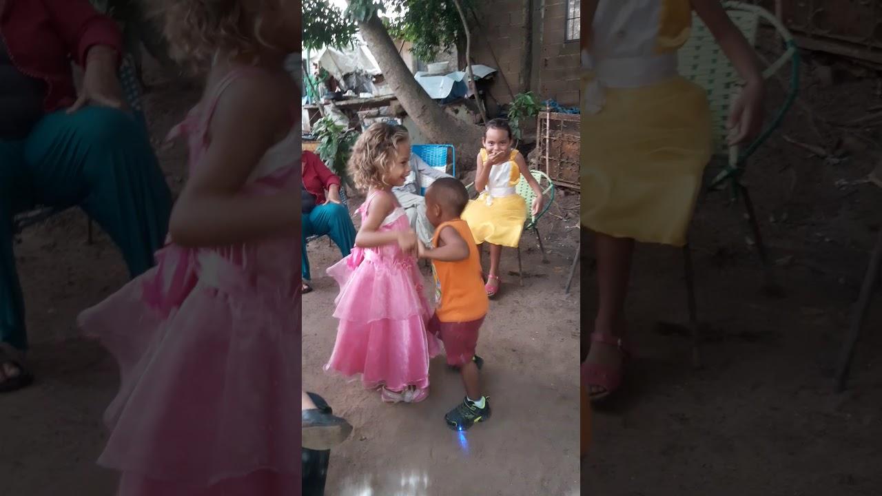 Mi niña bailando - YouTube